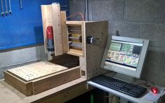 "CNC Router ""Solidis"" from Claudio Boscutti from Italy. Solidis designed by Christopher Blasius. Plans available at holzmechanik. Cnc Router Table, Cnc Table, Diy Cnc Router, Wood Router, Homemade Cnc, Cnc Wood, Tool Storage, Office Phone, Planer"