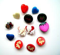 Très joli lot de 13 boutons fantaisie pour vêtements d'enfant par exemple, boutons multicolores, animeaux, petits coeurs : Boutons par matt-et-les-petits-cadeaux