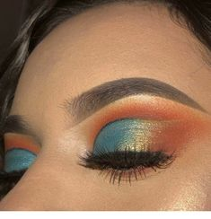 Awesome Eye Makeup Ideas To Try Asap Awesome Eye Makeup Ideas To Try Asap Eyemakeup Eyemakeupinspiration Makeup Makeup Brush Storage, Makeup Brush Cleaner, Eye Makeup Art, Blue Eye Makeup, Beauty Makeup, Beauty Tips, Beauty Hacks, Blending Eyeshadow, Eyeshadow Looks