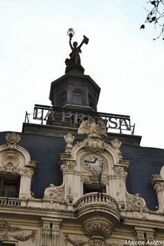 "MisteriosaBsAs: Edificio ""La Prensa"", Buenos Aires Neoclassical Architecture, Vintage Architecture, Classic Architecture, Architecture Details, Architecture Art, Beautiful Castles, Most Beautiful Cities, Beautiful World, Art Nouveau Arquitectura"