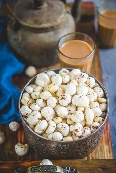 Roasted Makhana is an instant snack that you may eat whenever you like. Phool Makhana, Fox Nuts or Lotus Seeds are loaded with nutrients and are a good source of protein, calcium, and iron. Here is how to make Roasted Makhana at home. Keto Friendly Desserts, Low Carb Desserts, Appetizer Recipes, Snack Recipes, Dessert Recipes, Indian Snacks, Indian Food Recipes, Roasted Makhana Recipe, Tea Time Snacks