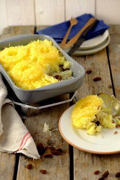 Een zuurkoolschotel met ananas, kaas en gehakt. Deze ovenschotel is makkelijk om te maken en ideaal om een dag eerder voor te bereiden. Klik op de foto om dit recept uit de oven te bekijken. #ovenschotel