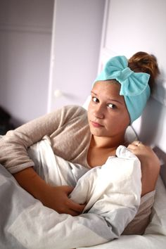 Beauty Routine Bow Head Wrap in Aqua Terry Cloth