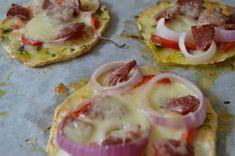 Knoldselleri-pizza med oksepølse, mozzarella og persille – My Secret Food Mozzarella, Lchf, Sausage, Low Carb, Pizza, Meat, Vegetables, Food, Sausages