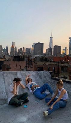 Cute Friend Pictures, Friend Photos, City Aesthetic, Summer Aesthetic, Retro Aesthetic, Aesthetic Fashion, Aesthetic Girl, Shotting Photo, Nyc Life