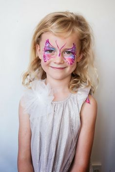 You want a quick and effective face painter at your kids party, to get more bang for your buck. Wonderful quick face painting designs at Cornflake's Magic World in Auckland.