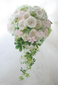 セミキャスケードブーケ プリザーブドフラワーで 高知から北海道水の教会へ : 一会 ウエディングの花