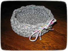 Körbchen aus Hosengarn / Basket made from yarn (made from old pair of trousers) / Upcycling