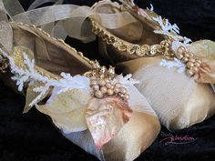 Decorated Pointe Shoes 5401 by Pointe Variation, via Flickr