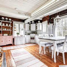 keittiö,vaaleanpunainen,ruokailutila,ruokapöytä,senkki