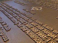Vom Entwurf über die Modellerstellung bis zur montagefertigen Bronzeguß-Tafel erhalten Sie bei uns alles aus einer Hand. Selbst die fachmännische Restauration von Fremdfabrikaten ist möglich. Die Lieferzeit für massive Bronzeguß-Tafeln beträgt 5-6 Wochen.
