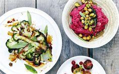 Rødbedehumus med broccoli-chips