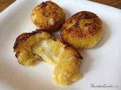 Aprende a preparar  Bolitas de plátano maduro con queso con esta rica y fácil receta.  Las bolitas de plátano con queso además de ser una delicia, son un plato que...