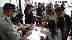 BNN Kota Batu Jaring Pemakai Ganja dan Pemilik Air Softgun https://malangtoday.net/wp-content/uploads/2017/07/tes-Urine-2.jpg MALANGTODAY.NET– Sejumlah rumah kos di Jalan Gondorejo, Beji Kota Batu dan terminal angkutan umum Jalan Dewi Sartika, Kota Batu dirazia Badan Narkotika Nasional Kota Batu, Senin (10/7). Hasil razia mengamankan satu orang positif pengguna ganja dan satu orang didapati memiliki senjata api... https://malangtoday.net/malang-raya/bnn-kota-batu-jari