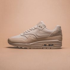 Nike Air Max 1 V SP available @1st_og  Opening @1st_og  Saturday, 22nd August 2015, 10AM CET  Niederdorfstrasse 10 - Zurich - Switzerland