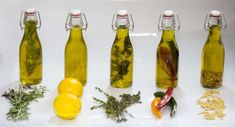 aceites aromatizados 1 Olive Recipes, White Candles, Infused Water, Preserving Food, Spice Mixes, Health And Nutrition, Natural Oils, Food Hacks, Food Inspiration