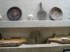 Reminiscencias del pasado en una decoración simplificada al máximo y con una visión clara de la sencillez.    Piezas viejas, usadas y llega...