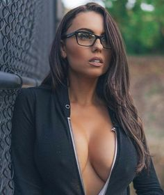 #sexygirls #hotmoms #hotbabes How To Look Better, Four Eyes, Lingerie Dress, Womens Glasses, Girls With Glasses, Studios, Hot Brunette, Girl Pictures, Sexy Body