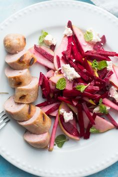 Who said you can't have sausages in a healthy meal? Definitely not us! With only 530 calories per serving, our pepper & lemon sausages are served with a crunchy beetroot and pear salad to give your tastebuds and your body all the flavour and nutrients they deserve!