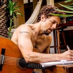 Could wake up to this everyday JM Music Love, Music Is Life, Good Music, Bisexual Celebrities, Celebs, Artist Film, Shirtless Hunks, Muscle Tattoo, Jason Mraz