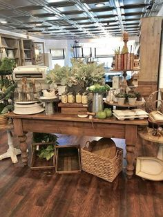 We are ready for you! Vintage Booth Display, Antique Booth Displays, Vintage Store Displays, Antique Booth Ideas, Gift Shop Displays, Market Displays, Boutique Deco, Retail Store Design, Shop Interiors