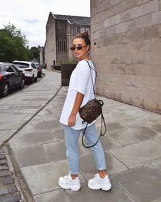 40 Inspiring Boyfriend Jeans Outfits Fashion Girls for Everyday Fashion Mode, Look Fashion, Teen Fashion, Woman Fashion, Mode Outfits, Girl Outfits, Fashion Outfits, Jean Outfits, Fashion Tips