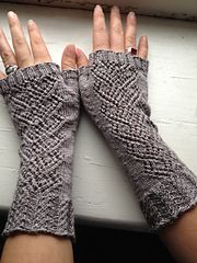 Ravelry: Swan Maiden Mitts pattern by Holly Terrell free pattern .... lace wgt ... 180 yards