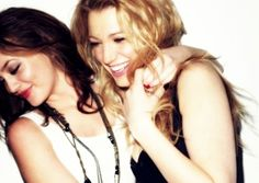 Image uploaded by Gossip Girl xoxo. Find images and videos about fashion, cute and photography on We Heart It - the app to get lost in what you love. Best Friend Pictures Tumblr, Bff Pictures, Friend Pics, The Cw, Gossip Girl, Friends Forever, Best Friends, Close Friends, Blair And Serena