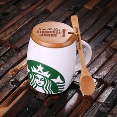 personalized Starbucks coffee mug. Bamboo Lid and Spoon personalized with your very own message, we can include a basic graphic on the lid. Makes the perfect gift for Starbucks fans, coffee lovers and mug collectors. Copo Starbucks, Best Starbucks Coffee, Starbucks Tumbler, Starbucks Drinks, Coffee Drinks, Coffee Cups, Coffee Iv, Coffee Maker, Starbucks Crafts
