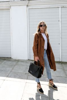 Brown beige jacket, white, light jeans, black bag