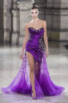 Tony Ward Spring Summer 2019 Haute Couture Fashion Show Tony Ward, Style Couture, Haute Couture Fashion, Spring Couture, Evening Dresses With Sleeves, Evening Gowns, Strapless Dress Formal, Prom Dresses, Formal Dresses