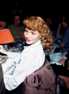 "When a reporter asked Rita Hayworth ""What do you think when you look at yourself in the mirror after waking up in the morning?"" she replied ""Darling, I don`t wake up till the afternoon."
