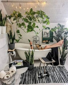 Modern Bohemian Bedrooms & Home Interior Decor Ideas: With the passage of time the demand and trend of the bohemian home decoration has been becoming the main talk of the town. Jungle Bathroom, Boho Bathroom, Bathroom Trends, Bathroom Ideas, Modern Bathroom, Small Bathroom, Master Bathroom, Modern Bohemian, Bohemian Decor