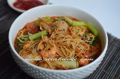 Diah Didi's Kitchen: Bihun Kuah Pedas Mie Noodles, Prawn Noodle Recipes, Diah Didi Kitchen, A Food, Food And Drink, Asian Recipes, Ethnic Recipes, Asian Foods, Yummy Recipes