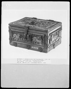 Casket with animals, Upper Rhine, 14th century (front) [via larsdatter.com]
