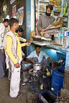 When space is at a premium -Chandni Chowk, Old Delhi. Creative India, Human Figure Sketches, Blue Mustang, India Street, Photo Exhibit, Meaningful Pictures, Composition Art, India Facts, Amazing India