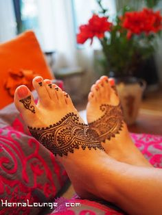 Lace henna design