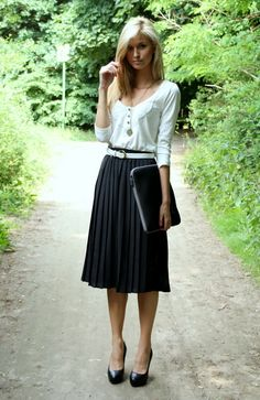 Mid-length pleated black skirt - perfect for work / office. Simple, feminine and cute! Love her outfit.