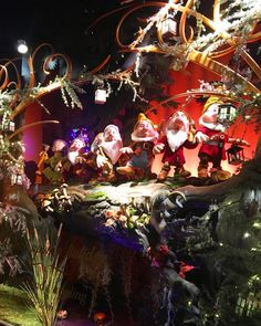 """SAKS FIFTH AVENUE, New York, """"6 out of 7 dwarfs is not happy"""", photo by Raylin Dsuarez, pinned by Ton van der Veer Christmas Displays, 7 Dwarfs, Shop Windows, Shop Window Displays, Christmas Shopping, Shop Ideas, Snow White, Van, York"""