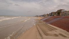 http://upload.wikimedia.org/wikipedia/commons/a/a8/Dunkerque_Malo-les-Bains1.JPG