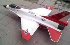 F-16シミュレーションドローン。中華人民共和国のChunyi(北京淳一航空科技有限公司)によって開発されたドローン。西側諸国などで使用されるF-16戦闘機を模した外見で地上部隊が視覚的にF-22を識別できる様にする意図がある。