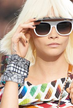 Chanel News - LUNETTE-VISIÈRE ET BRACELETS PLEXIGLAS PRINTEMPS-ÉTÉ 2014