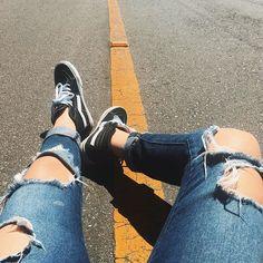 Aquela foto só pra dar uma respirada entre uma e outra ❤️ . . . . . . . . . . . . #vans #tenis #jeans #inxtalove #bondedamina #lookdodia #look #inspiracao #amoracobreado #weheartit #tumblr #tumblrgirl #tatuagem #rua #detalhes #vsco #weheartit #fot0x #garota #sarradinx #vansbrasil