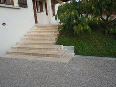 Habillage d'un escalier béton par des marches et contremarches en pierre naturelle de Bourgogne Beaunotte DCN - vieux extérieur contemporain moderne