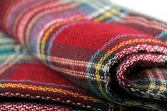L'écharpe en laine oversize à carreaux ultra tendance!