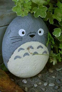 Totoro painted rock hidden in the garden. I love Totoro! Pebble Painting, Pebble Art, Stone Painting, Diy Painting, Garden Painting, Rock Crafts, Diy And Crafts, Crafts For Kids, Arts And Crafts