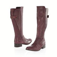 Bottes cavalières bordeaux (j'arrive plus à acheter des chaussures noires) adaptées à mes mollets de rugbyman à la retraite.