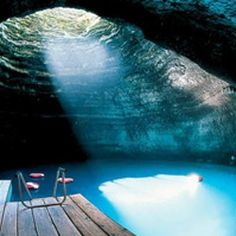 Homestead resort in Utah offers warm water scuba diving into an amazing natural crater. The hole at the top of the dome lets in sunlight and fresh air. #travel #utah #swimming