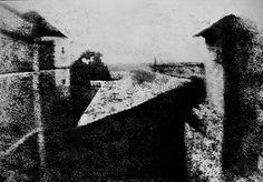 Officiellement, la première photo de l'histoire. Faite en 1826. Photo réalisée sur une plaque d'étain polie, sensibilisée au bitume de Judée.