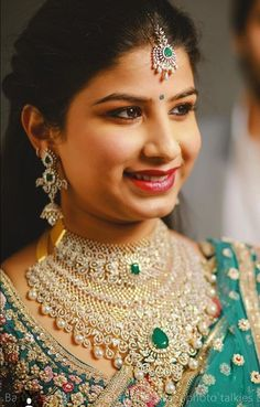 Saved by radha reddy garisa Diamond Earrings Indian, Diamond Necklace Set, Circle Pendant Necklace, Diamond Jewellery, Diamond Choker, Emerald Necklace, Silver Jewellery, Glass Jewelry, Jewelery